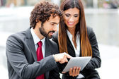 Couple of working business people — Stockfoto