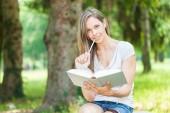 Estudiante al aire libre — Foto de Stock
