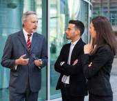 Business team talking outdoor — Stockfoto