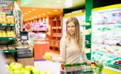 Woman shopping at supermarket — Stock Photo