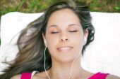 Woman relaxing listening music — Stock Photo