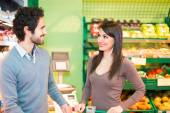 Couple shopping in supermarket — Stock Photo