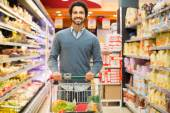 Man shopping in a supermarket — Stock Photo