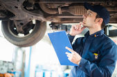 Mechanic at work in his garage — Stock Photo
