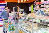 Shopkeeper serving customer — Stock Photo