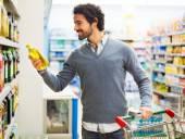 Süpermarket yağda adam çekici şişe — Stok fotoğraf