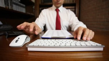 Businessman using computer keyboard and mouse — Stock Video