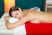 Woman relaxing in a beauty farm — Stock Photo