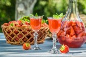 Homemade strawberry liqueur served in the garden — Stock Photo