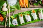 Rolinhos de primavera frescos com legumes — Foto Stock
