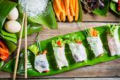 Rollitos de primavera frescas con verduras — Foto de Stock