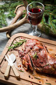 Freshly roasted venison with rosemary and pepper — ストック写真