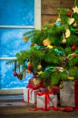 Christmas eve in cozy rustic cottage — Foto de Stock