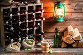 Trying fresh homemade beer in the cellar — Stock fotografie