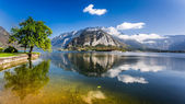 Pleasure boat on a mountain lake in Hallstatt — Stock Photo