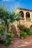 Beautiful porch in the ancient town in Tuscany — Stock Photo