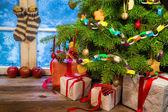 морозным вечером в теплый коттедж в рождество — Стоковое фото