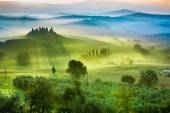 Sunrise over the green fields in Tuscany — Stock Photo
