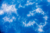 Blue sky and white clouds background — Stock Photo