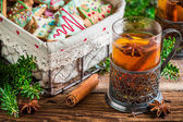 Sweet tea and gingerbread cookies for Christmas — Stock Photo