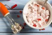 Crème fraîche et fruits comme ingrédients pour la crème glacée — Photo