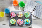 Preparation for tasty cupcakes with sweet cream — Stock Photo