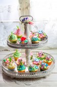 Delicious cupcakes with cream and sweet decoration — Stock Photo