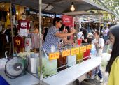 Ice juice at Jatujak Market, Bangkok, Thailand — Stock Photo