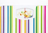 Badrumsvåg med skål med frukter på ratten med inga nummer — Stockfoto