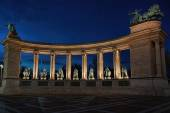 Monument colonnade  in the evening — Zdjęcie stockowe