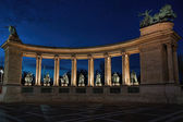 Monument colonnade  in the evening — Stockfoto