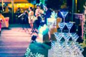 Glasses of champagne are lined up in wedding celebration — Stockfoto