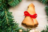 Christmas wreath with cookies over Wooden Background — Стоковое фото