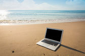 Laptop on the beach in summer time — Stock Photo