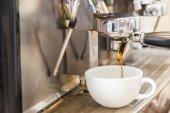 Prepares espresso in coffee shop — Stock Photo