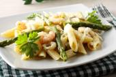 Pasta with prawns, asparagus and cream — Stock Photo
