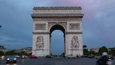 Arc de Triomphe in Paris in the evening, view from Champs Elysees, France — Stock Video