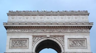 Arc de Triomphe in Paris roof top with tourists, France — Stock Video
