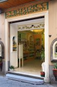 Limoncello factory in the historic center of Sorrento — Stock Photo