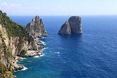 Gorgeous landscape of famous faraglioni rocks on Capri island, Italy. Capri — Stock Photo