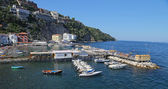 The small haven with fishing boats and colorfull houses is located on Via del Mare in Sorrento — Stock Photo