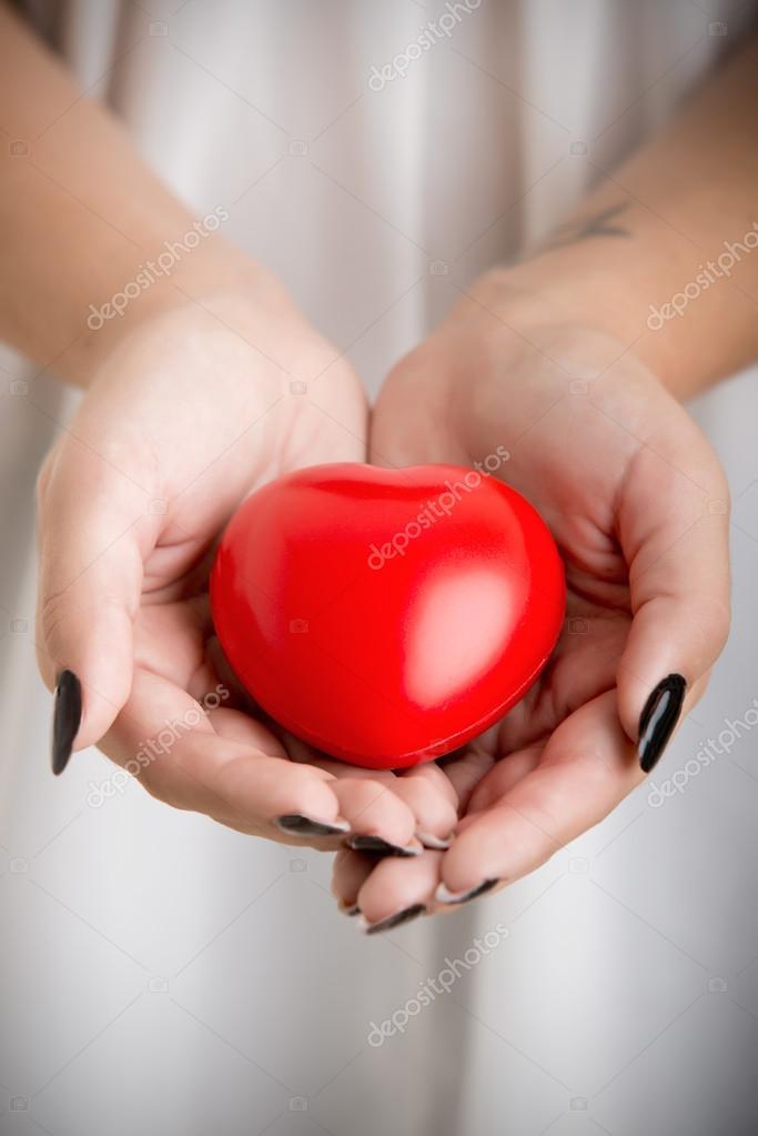 К чему снится свое сердце в руках