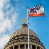Mississippi state flag flying in front of capitol building in Ja — Stock Photo