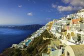 белые здания на утесе острова санторини, греция — Стоковое фото