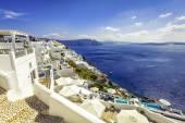деревня ойя с белыми зданиями в острове санторини, греция — Стоковое фото