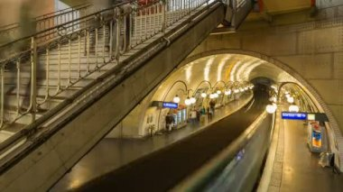 Paris metro station with people — Stock Video
