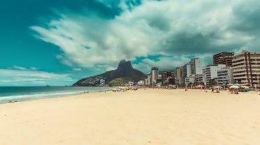 Bright sun on Ipanema Beach — Stock Video