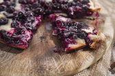 Focaccia con fresa uva roja — Foto de Stock