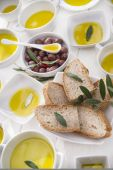 Bread and olive oil  — Stock Photo