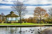 Bandstand and duck pond in Greenhead park, Huddersfield, Yorkshire, England — Stock Photo